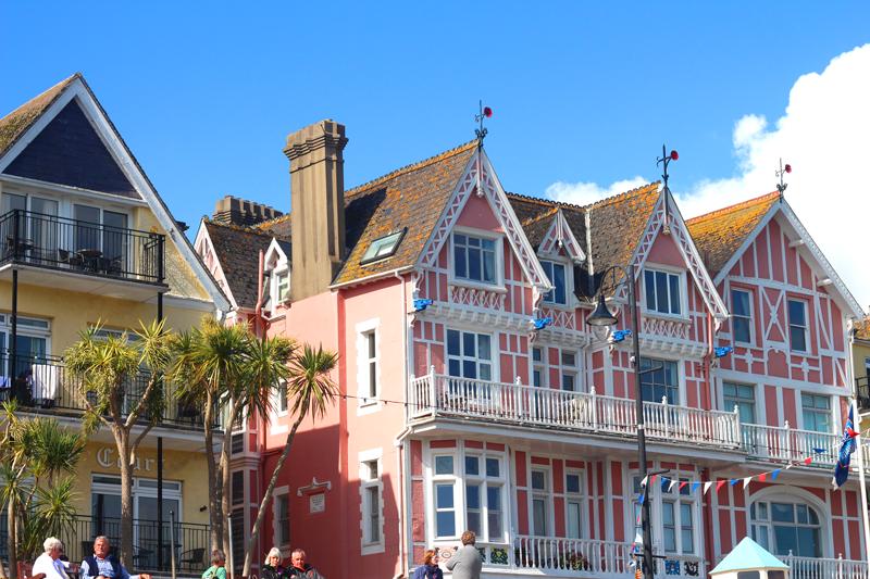 dartmouth pink house white windows